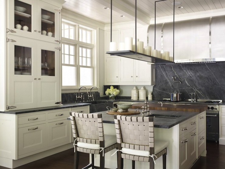 Kitchen with soapstone island | Revuu: Search for Excellence in Luxury Interiors