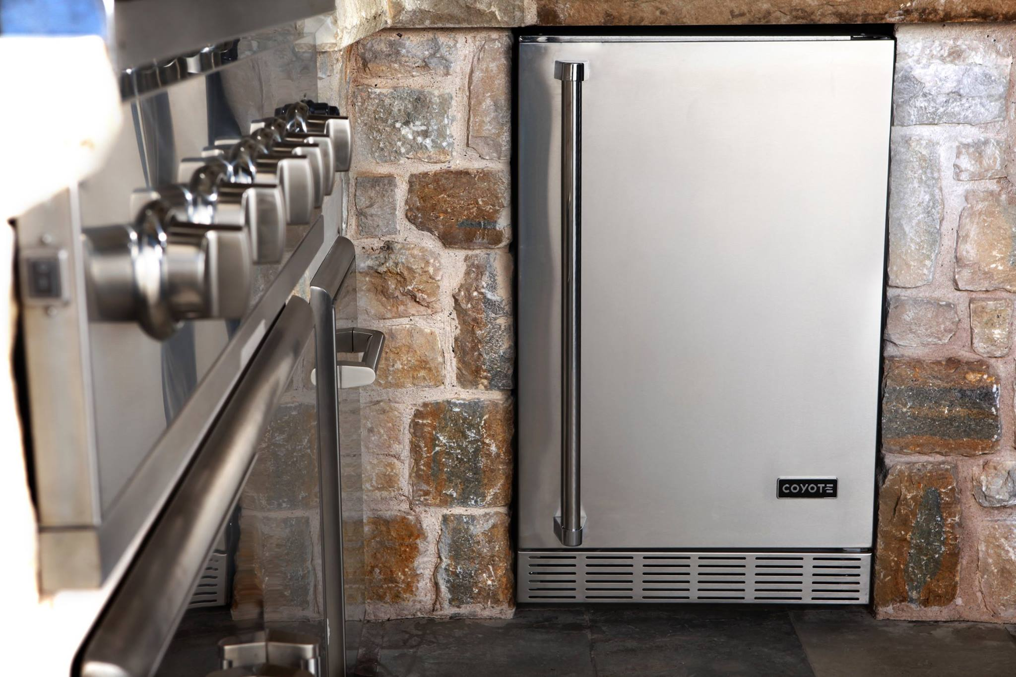 Outdoor kitchen appliances must haves for your next for Outdoor kitchen refrigerators built in