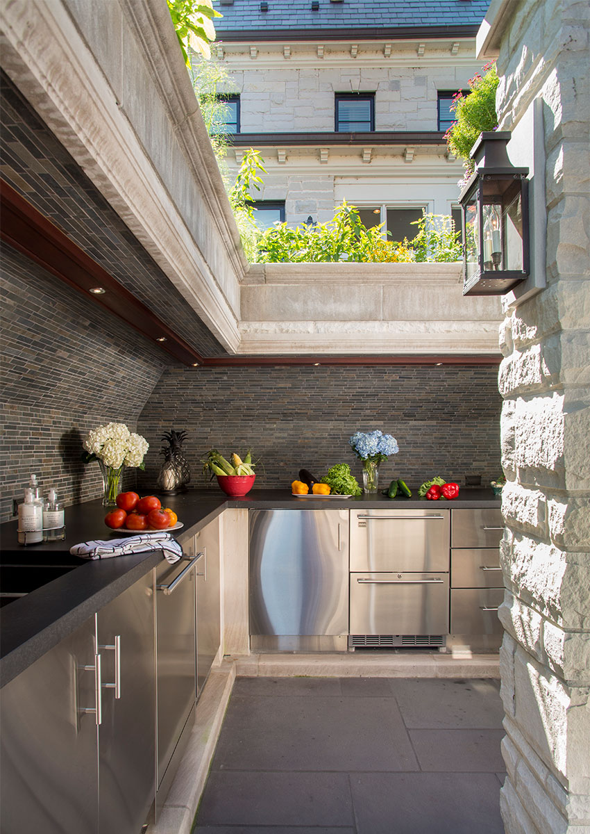Outdoor Kitchen Appliances: Must-Haves For Your Next