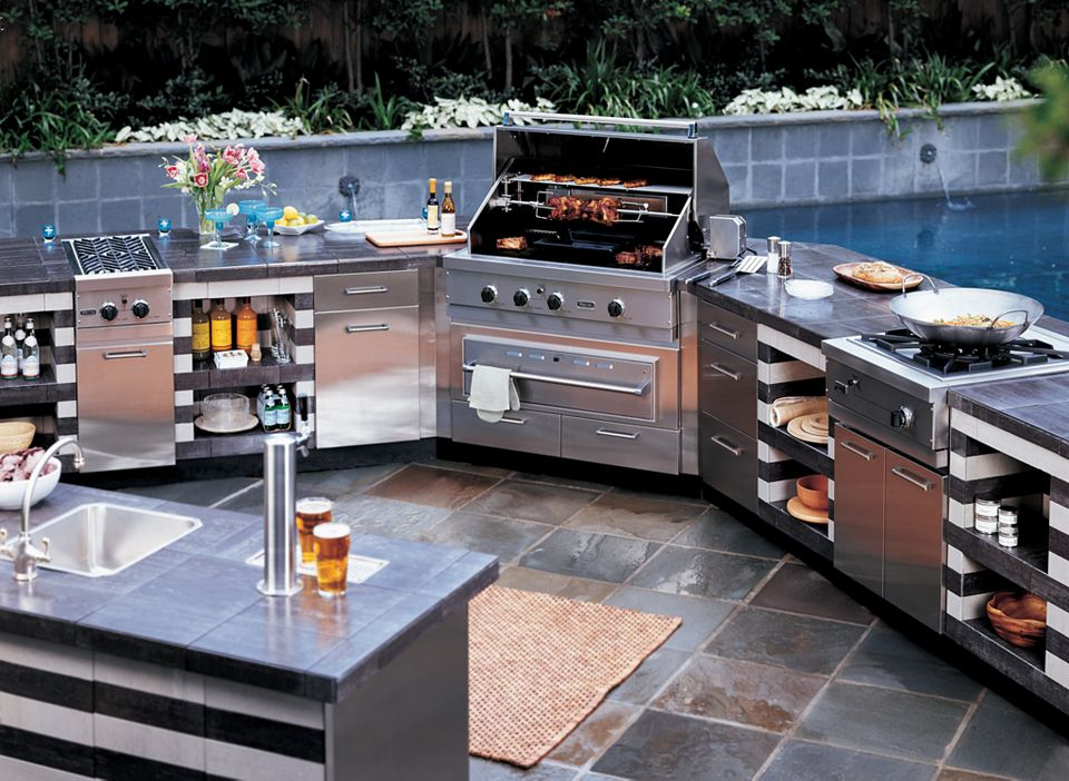 Luxury outdoor grills reviewed what to expect from best for Outdoor kitchen barbecue grills